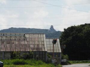 安土城天主閣の遠望(伊勢市二見町西)