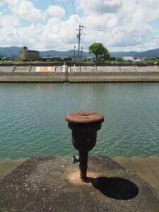 耐震補強工事が進められる大湊川の堤防