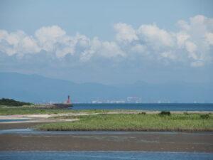 宮川の右岸堤防道路(伊勢市大湊町)からの眺望