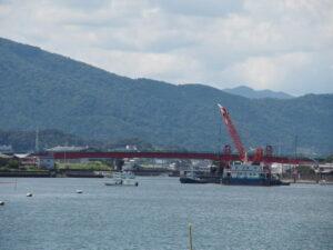 大湊海岸から遠望した一色大橋(勢田川)