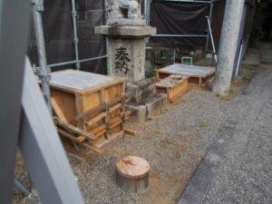 型枠で固められるコンクリート、一色神社(伊勢市一色町)