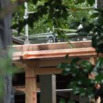 銅板が張られた御垣御門の屋根、一色神社(伊勢市一色町)