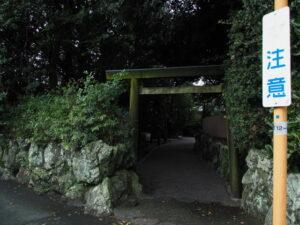 これから建て替えられる鳥居、御食神社(豊受大神宮 摂社)