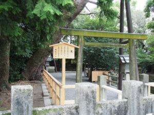 建て替え前の鳥居、御食神社(豊受大神宮 摂社)