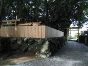建て替えられた鳥居、御食神社(豊受大神宮 摂社)