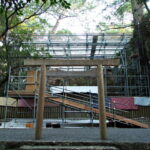 簀屋根の足場が立ち上がった御塩殿、御塩殿神社(皇大神宮 所管社)
